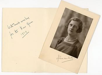 PRINCESS ALEXANDRA, DUCHESS OF FIFE (1891-1959) Photograph Signed